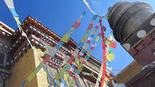 prayer flag sky view shangri la_sm